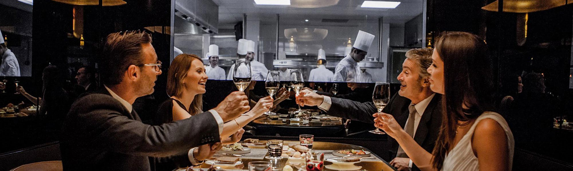 Immersion Into The Kitchen Of Alain Ducasse S Restaurant Greets
